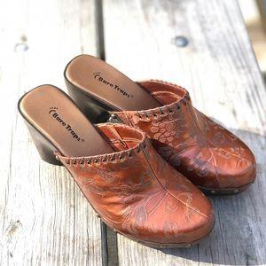 BareTraps clogs mules size 10 burnt Orange